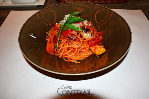 レストラン「Cafe Contrail」で提供される料理(一例)